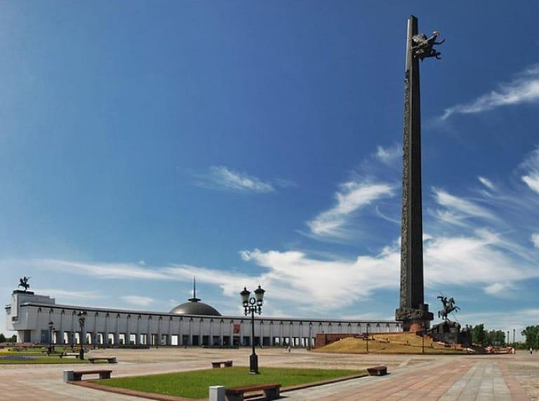 Центральный монумент Победы