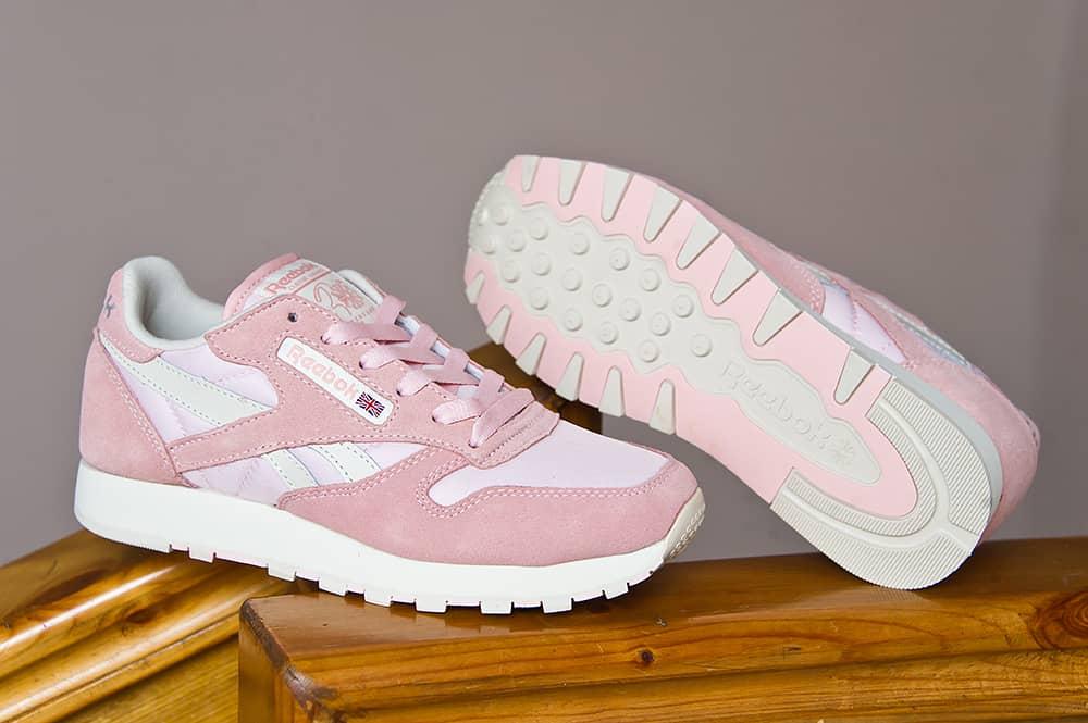 Ярко декорированная обувь