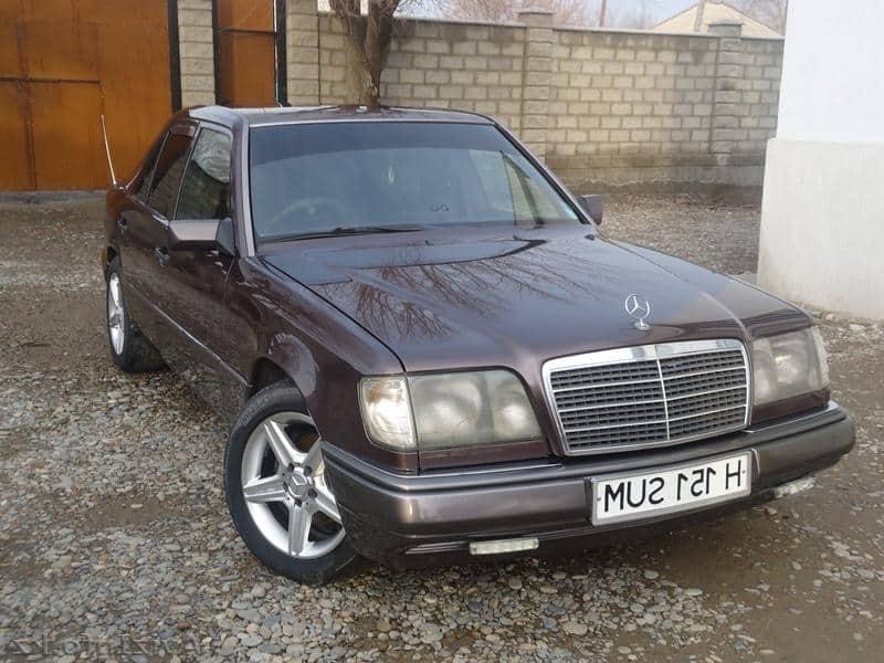 Mercedes-Benz 220 е
