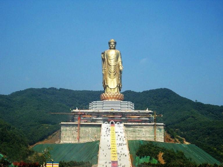 Статуя Будды Весеннего Храма