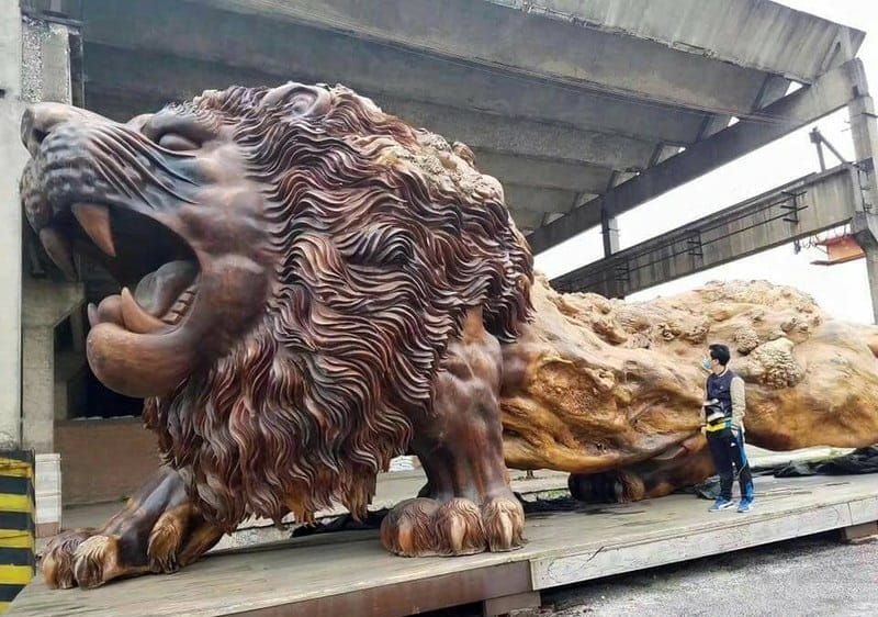 деревянный лев